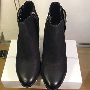 Michael Kors Black Leather Heeled Ankle booties.